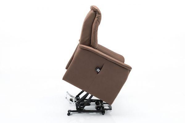 Een fauteuil met sta-op hulp